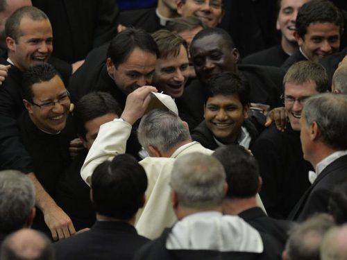 Ascolto, humor e attenzione al diavolo. Il dialogo integrale di Papa Francesco con i seminaristi del Collegio romano