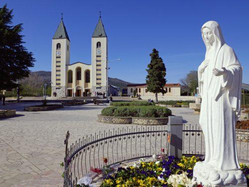 """Un gruppo di architetti è al lavoro per espandere il santuario di Medjugorje. Il visitatore apostolico Hoser: """"i pellegrini aumentano"""""""