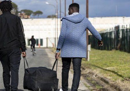 Castelnuovo di Porto, ecco cosa sta succedendo al centro per i migranti. Parla monsignor Felicolo