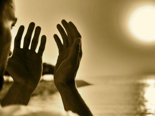 La preghiera fa bene al corpo. Parola di medici e scienziati