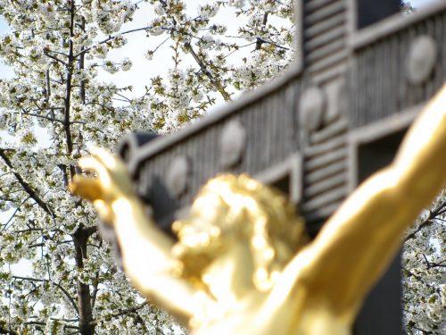 Il Lunedì dell'Angelo | Poesia sulla nostalgia di Dio